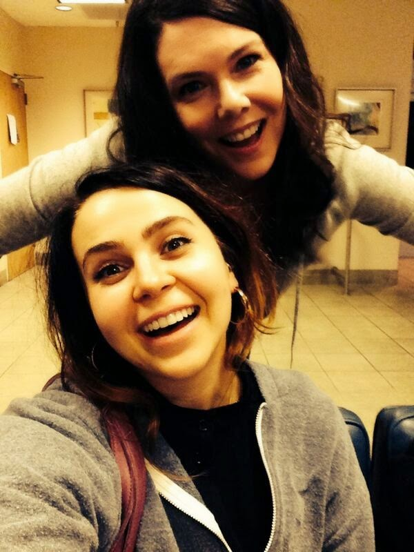 Lauren Graham y Mae Whitman en el set de Parenthood
