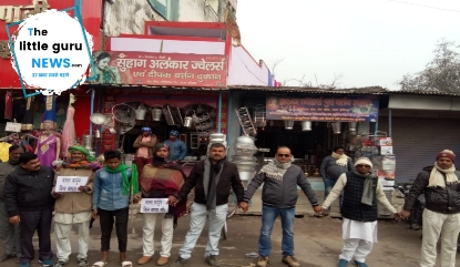 Human chain set up in support of agitation against farmers' agricultural bill