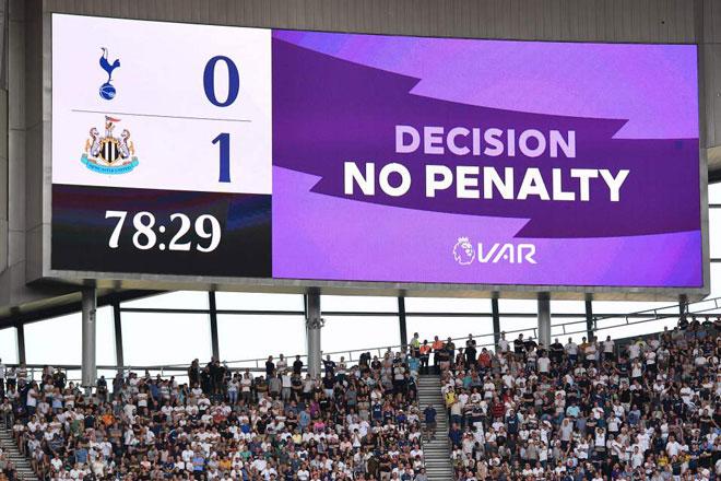 Nghẹt thở Ngoại hạng Anh 2019/20: Tranh cãi khiến cầu thủ và fan điên tiết 2