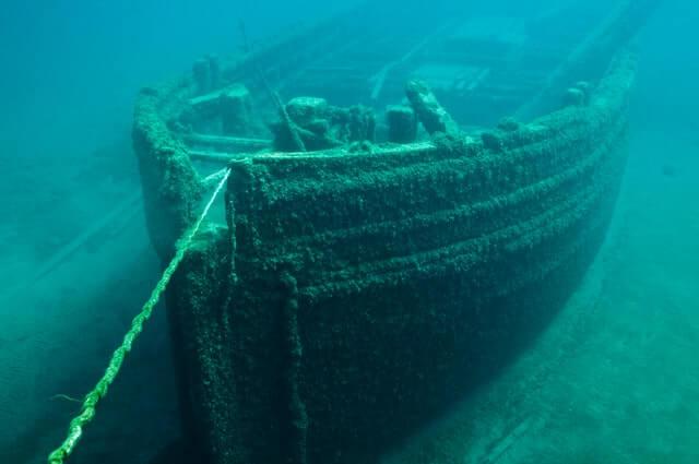 Navio Titanic no oceano