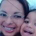 Mãe é presa suspeita de matar e arrancar os olhos da própria filha com tesoura; após o crime ela rezou sobre o corpo
