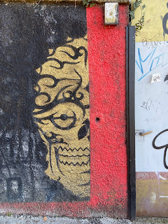 A face on the wall on via Valle.