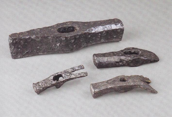 Claw hammer, length 11.7 cm, width 2.7 cm, and scissors (10 cm long