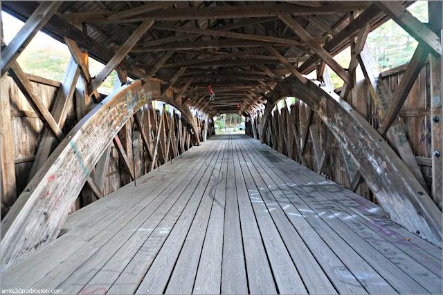 Interior del Puente Cubierto Porter-Parsonsfield Bridge