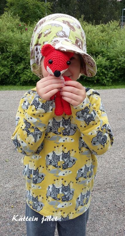Ketut on edelleen yksi minun ja lasten suosikkieläimistä. Kuopus oli  innokas kuvausavustaja ja kettu sai monta halausta kuvauksen aikana. 1acb56ee77