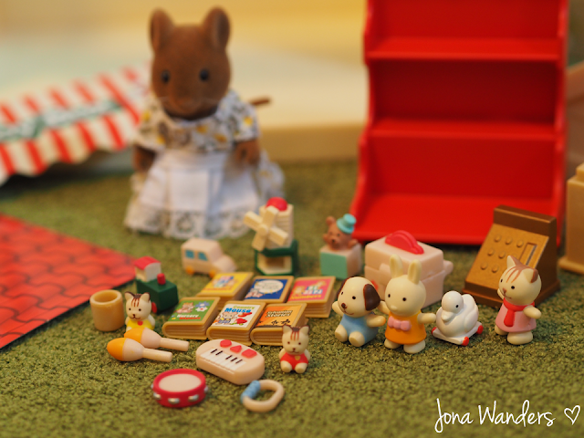 Sylvanian Families Betty's Toy Box contents