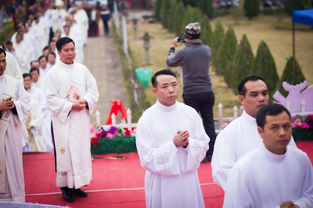 Lễ truyền chức Phó tế và Linh mục tại Giáo phận Lạng Sơn Cao Bằng 27.12.2017 - Ảnh minh hoạ 86