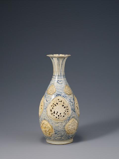 베트남, 레왕조 15세기 - 청화백자 꽃 새무늬 병