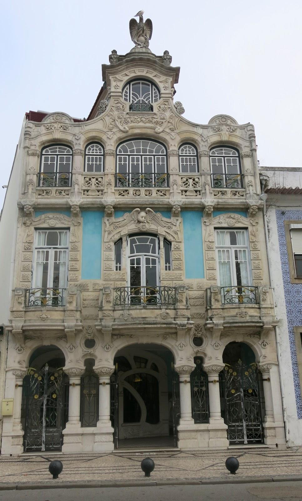 08cb33c9f Arte Nova em Aveiro | Casinha colorida