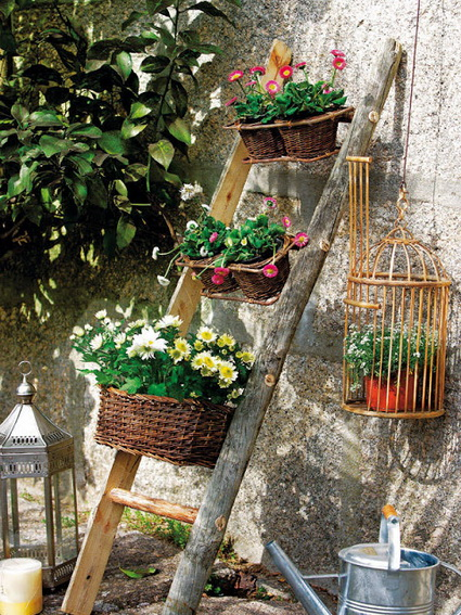 Ideas for decorating with old wooden ladders 6