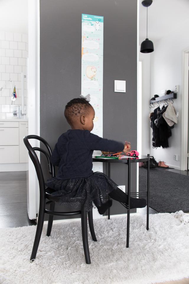 Villa H, lasten sisustus, Gubi TS pöytä, Ton tuoli, Petit 14 tuoli, perhe, lapset
