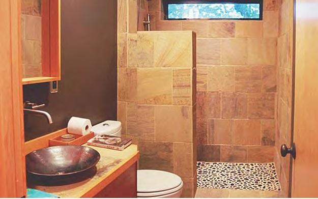 Tips dan trik membuat kamar mandi terasa luas di ruang sempit
