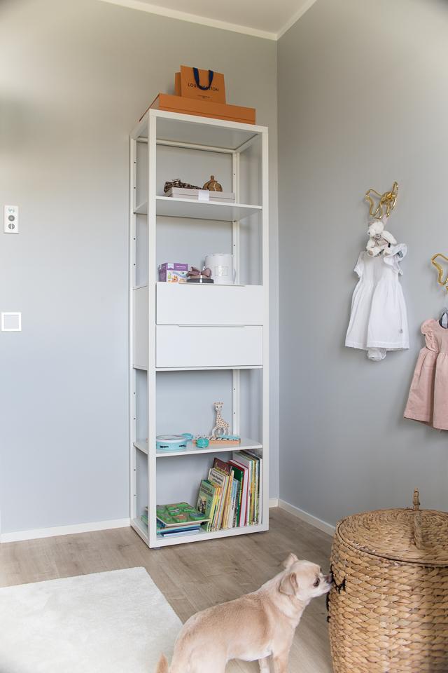 lastenhuone, Villa H, kirjat, chihuahua