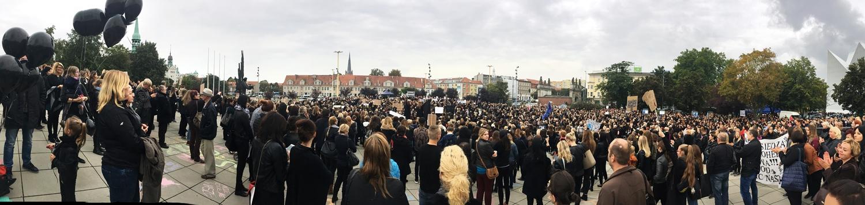 Czarny protest w Polsce, jak wytłumaczyć posłom jak czuje się kobieta pozbawiona elementarnych praw do decydowania o sobie? Bajka dla dorosłych na any-blog.pl