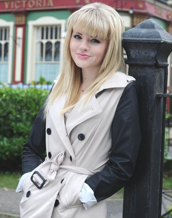 Hetti Bywater (1994): English actress