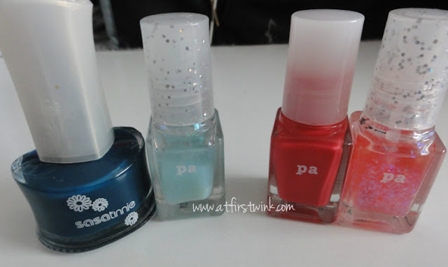 DIY dark blue and pink flakies nail polish using Sasatinnie and pa nail polishes
