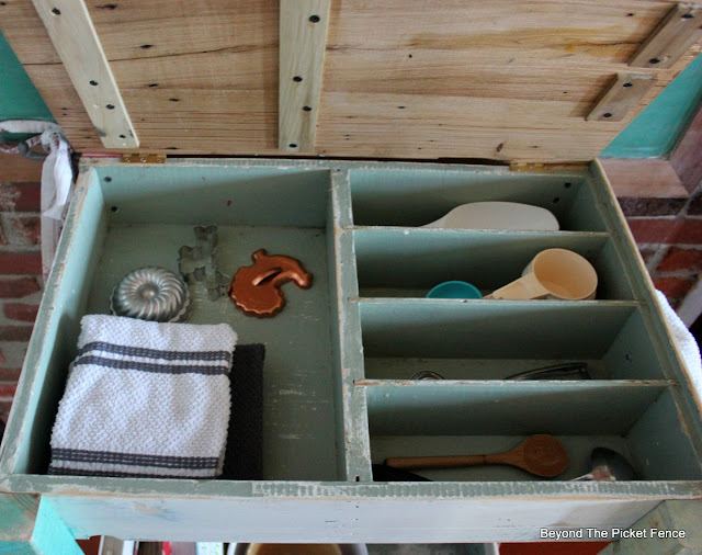 kitchen island, DIY, build it, old drawers, reclaimed wood, barnwood, http://bec4-beyondthepicketfence.blogspot.com/2016/02/old-drawer-work-station.html