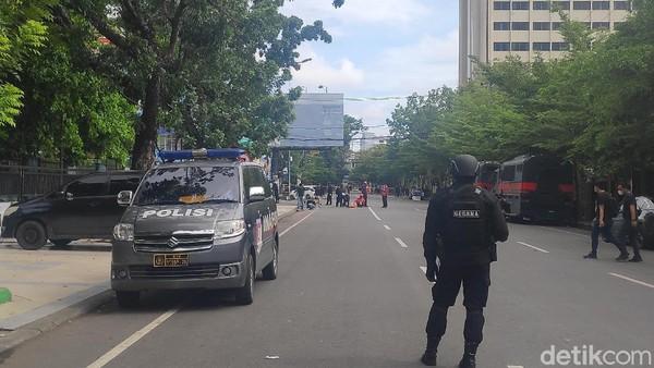 Polisi Kumpulkan Potongan Tubuh Pelaku Bom Bunuh Diri Makassar dari Lokasi