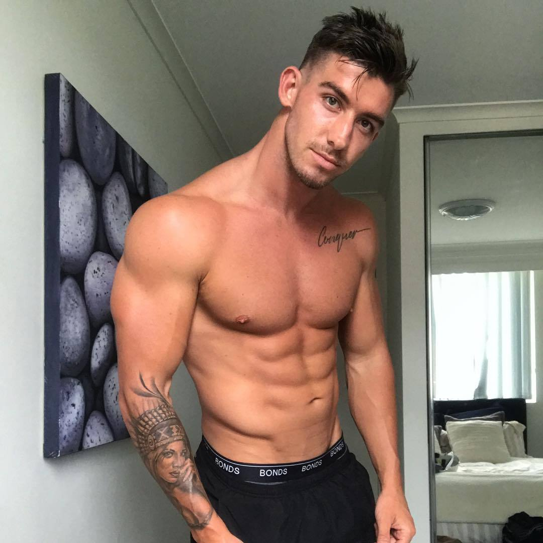 fit-pretty-men-blake-williamson-bedroom-shirtless-tattoo-body