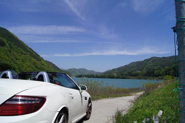 国道沿いの公園から見た美和湖です。