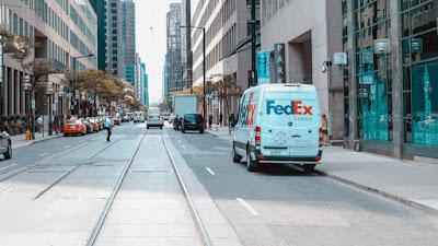 Amazon pede que vendedores parem de enviar pedidos Prime com FedEx Ground