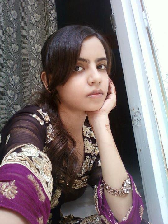 Beautiful pakistani desi college girls on home new for Desi home pic