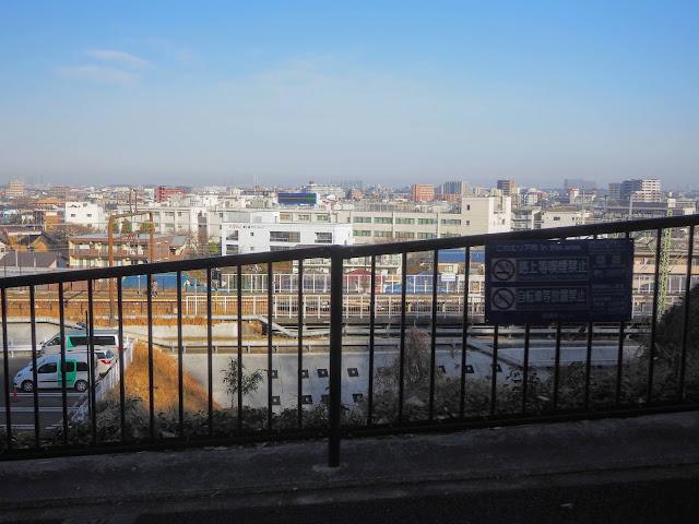 よみうりV通りから稲城市街~多摩川を見下ろす