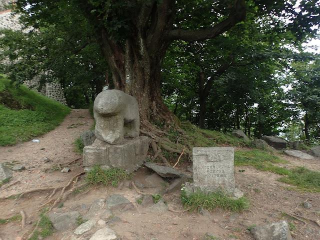Starożytna figura niedźwiedzia na szczycie Ślęży