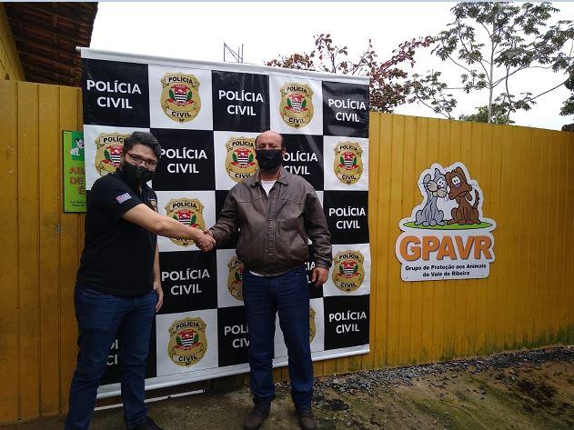Policiais Civis arrecadam produtos de limpeza para ajudar ONG de proteção aos animais no Vale do Ribeira