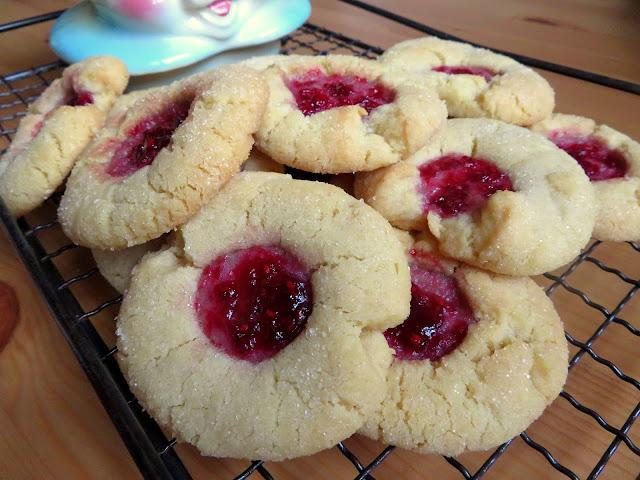 https://www.lifeloveandsugar.com/best-soft-and-chewy-sugar-cookies/