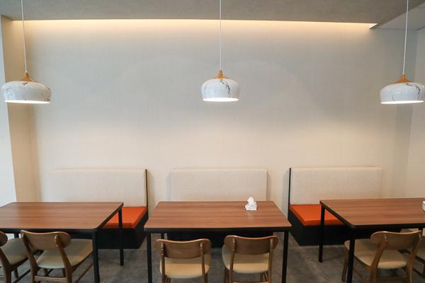 台中太平八月素食育賢店獨特鹽滷臭豆腐,筒仔米糕淋紅麴醬更好吃