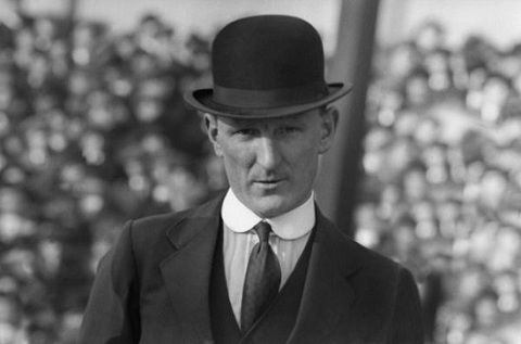 HLV Herbert Bamlett khiến MU bị xuống hạng.