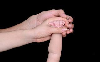 Mani di un bambino
