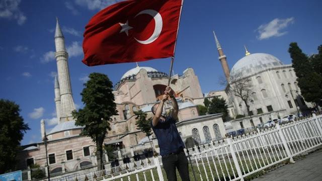 """Στην Τουρκία μπαίνει θέμα ανακήρυξης """"χαλιφάτου"""""""