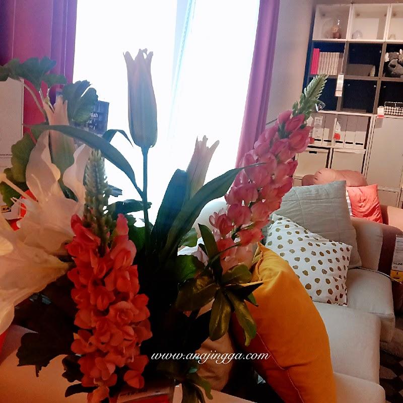 Idea tatarias dekorasi ruang dengan bunga hiasan