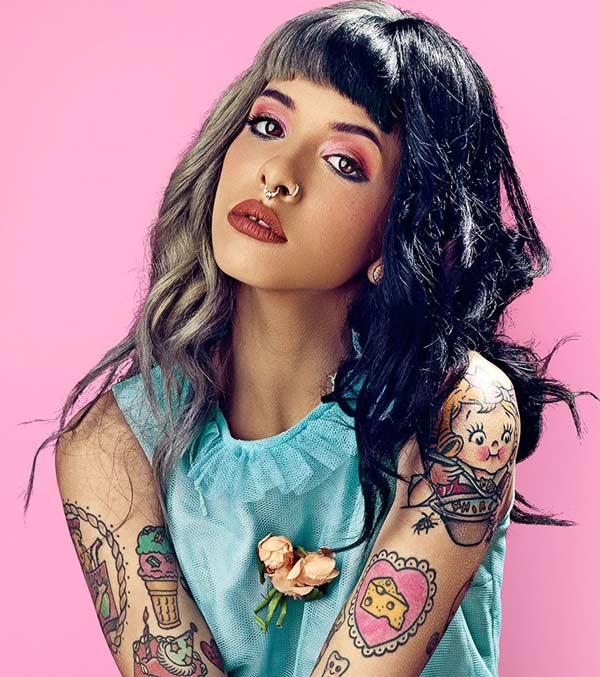 Mujer con Tatuajes de helados
