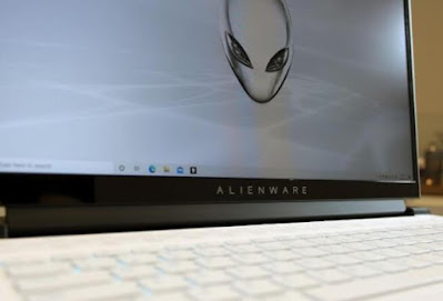 الكمبيوتر المحمول طراز Alienware m17 R4