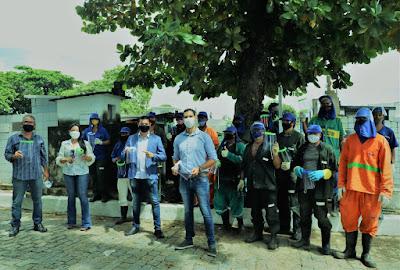 Ifal entrega mais de 400 máscaras face shield para coveiros e feirantes de Maceió