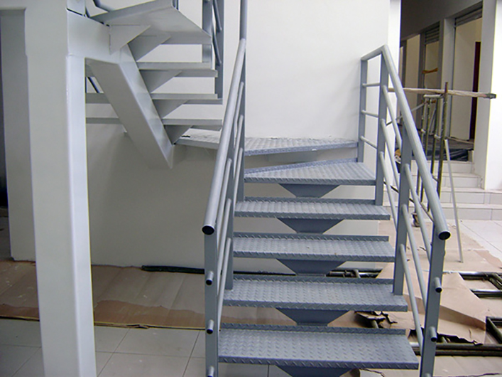 Anyemimg escaleras met licas - Precio escaleras interiores ...