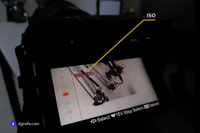 Indikator atau tanda nilai ISO pada kamera sony a6400 - dgrafis.com