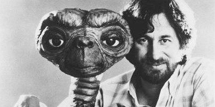 10 Sutradara Film Terbaik Dunia, Foto Gambar Steven Spielberg, pengertian sutradara, sutradara drama cinta, sutradara berpengaruh, film indonesia, penghargaan, grammy awards, aktor, produser, terlaris, hollywood box-office