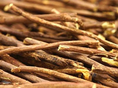 Thành phần rễ cây cam thảo trong sản phẩm dưỡng da Sakura