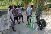 Satgas 413 Kostrad Ajarkan Warga Perbatasan RI-PNG Buat Kerajinan Rumah Tangga