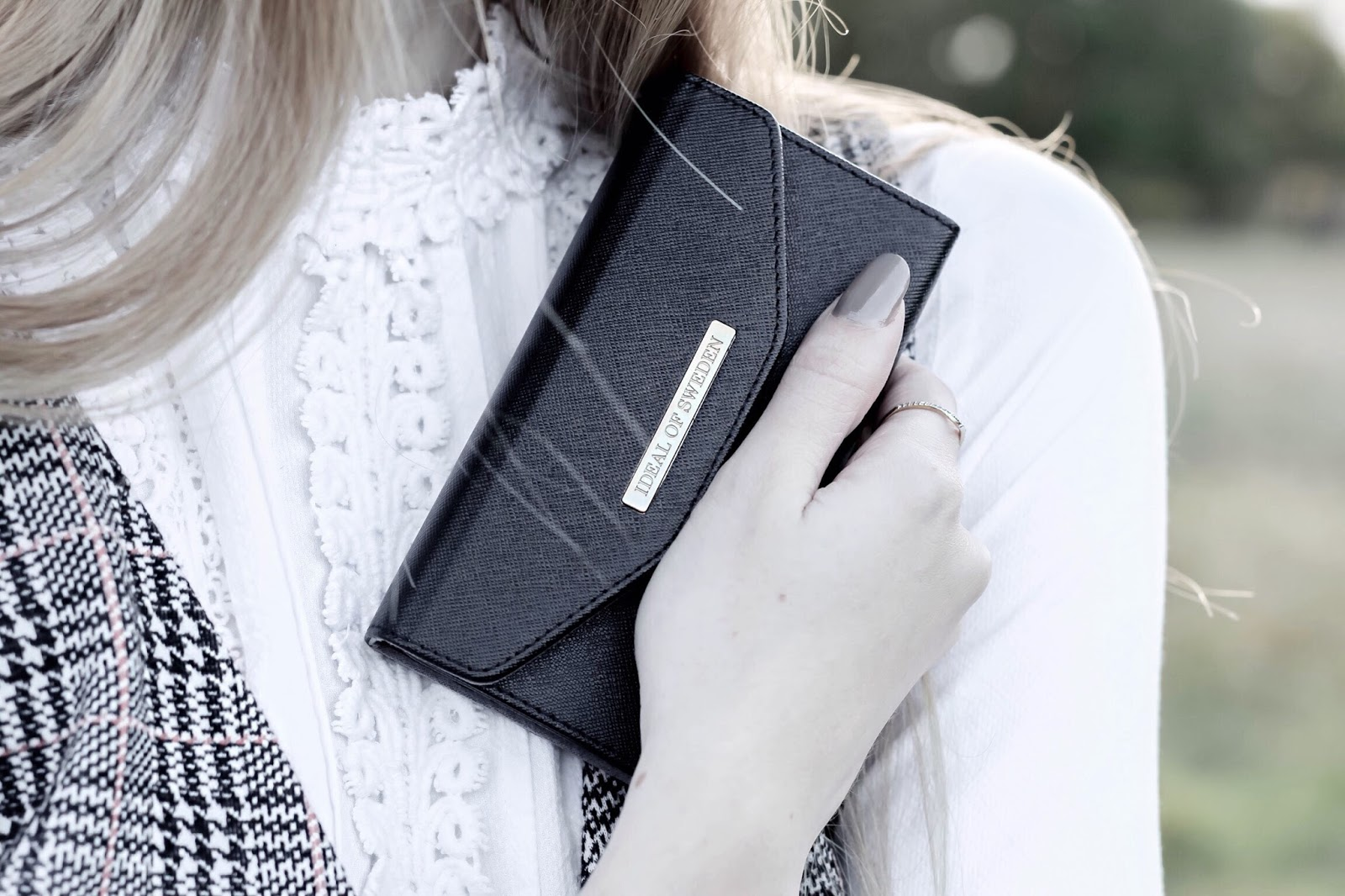 iDeal of Sweden Black Mayfair Clutch Blog Review
