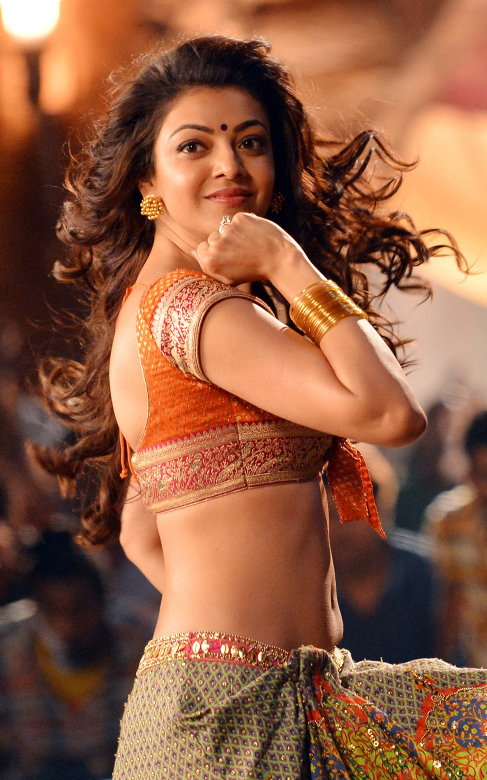 kajal sizzling in pakka local item song-HQ-Photo-3