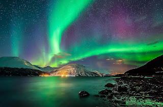 Aurora Boreal sobre las montañas