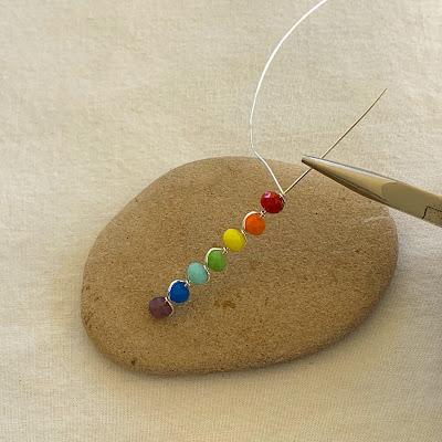 Free Wire Rainbow Chakra Pendant Tutorial