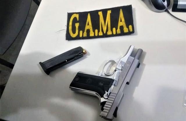 Mulher ameaça marido com pistola e acaba presa em Socorro