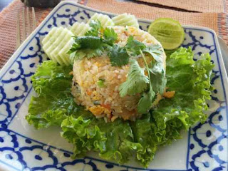 Makanan khas Khao Pad Poo