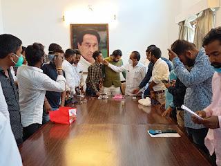 युवक कांग्रेस अध्यक्ष जय कुमार डेहरिया का जन्मदिन कांग्रेस नेता व कार्यकर्ताओं के द्वारा मनाया गया